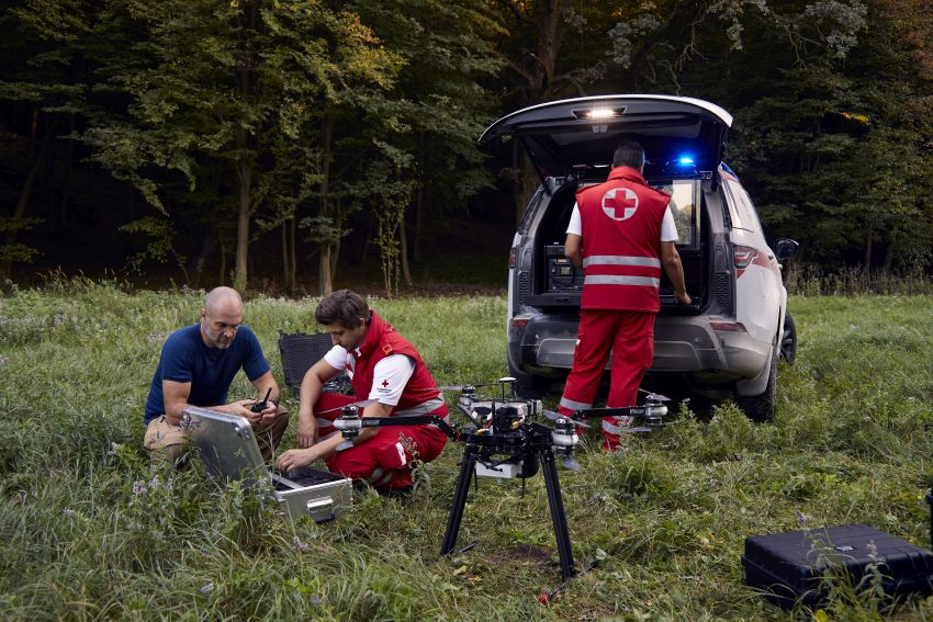 Land Rover SVO debuts bespoke Red Cross Discovery Image #867907