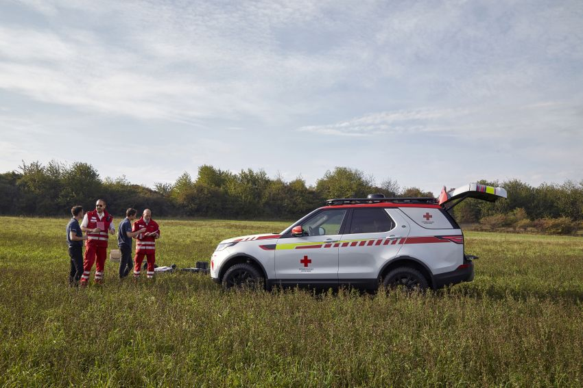 Land Rover SVO debuts bespoke Red Cross Discovery Image #867883