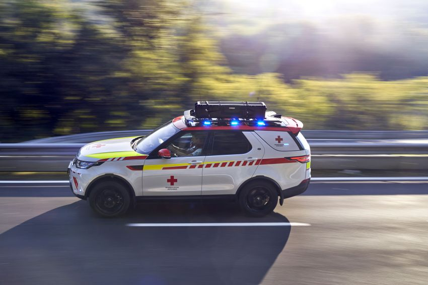 Land Rover SVO debuts bespoke Red Cross Discovery Image #867925