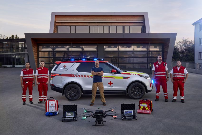 Land Rover SVO debuts bespoke Red Cross Discovery Image #867931