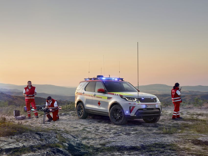 Land Rover SVO debuts bespoke Red Cross Discovery Image #867936