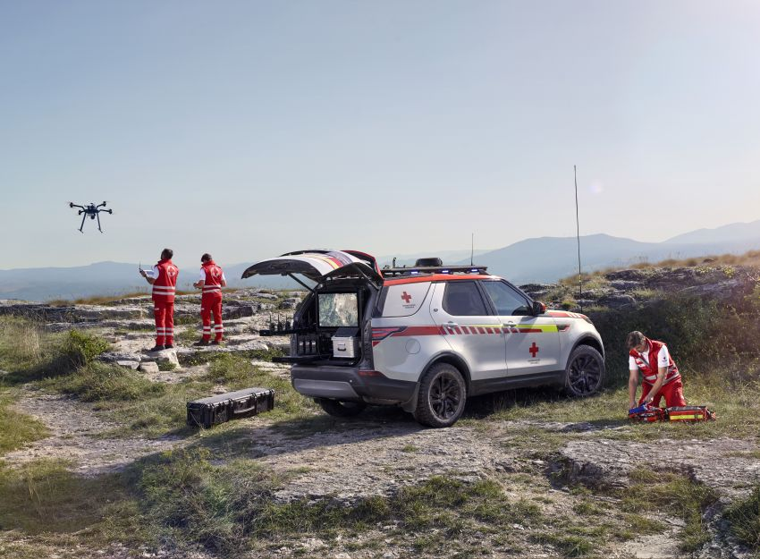 Land Rover SVO debuts bespoke Red Cross Discovery Image #867938