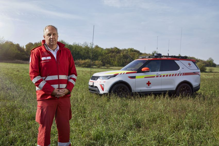 Land Rover SVO debuts bespoke Red Cross Discovery Image #867888