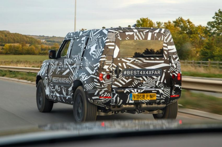 Next-generation Land Rover Defender spotted testing Image #870136