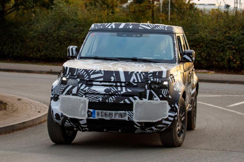 Next-generation Land Rover Defender spotted testing Image #870143