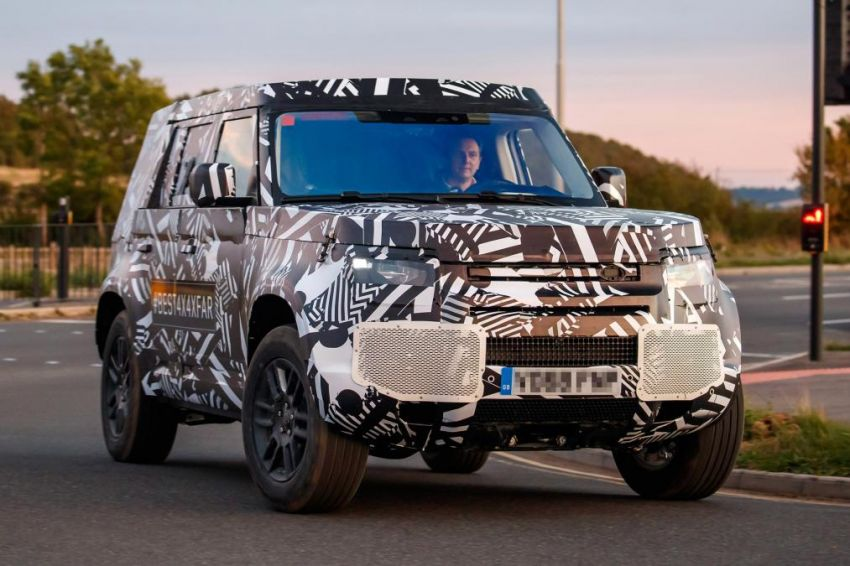 Next-generation Land Rover Defender spotted testing Image #870133