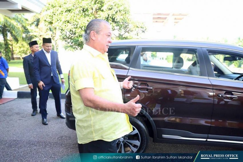 Johor's Sultan Ibrahim test drives the Proton X70 SUV Image #870780