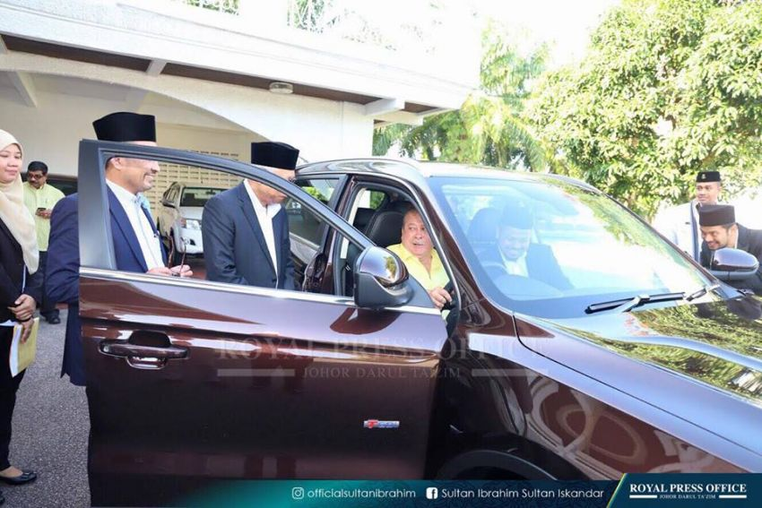 Johor's Sultan Ibrahim test drives the Proton X70 SUV Image #870781