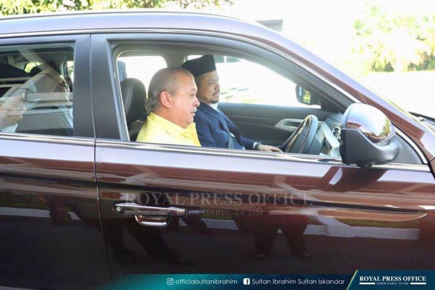 Johor's Sultan Ibrahim test drives the Proton X70 SUV Image #870782