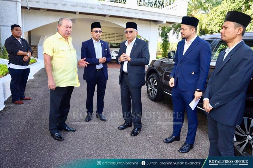 Johor's Sultan Ibrahim test drives the Proton X70 SUV Image #870783