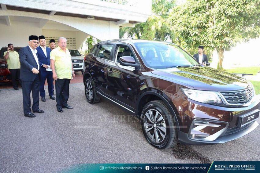 Johor's Sultan Ibrahim test drives the Proton X70 SUV Image #870784
