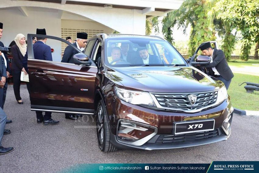 Johor's Sultan Ibrahim test drives the Proton X70 SUV Image #870785