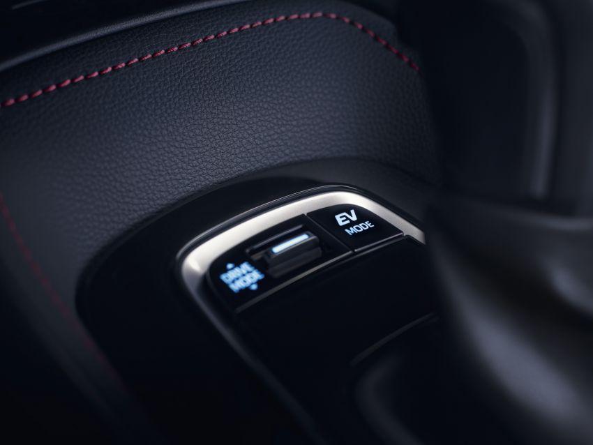 Toyota Corolla Touring Sports makes Paris debut Image #868739