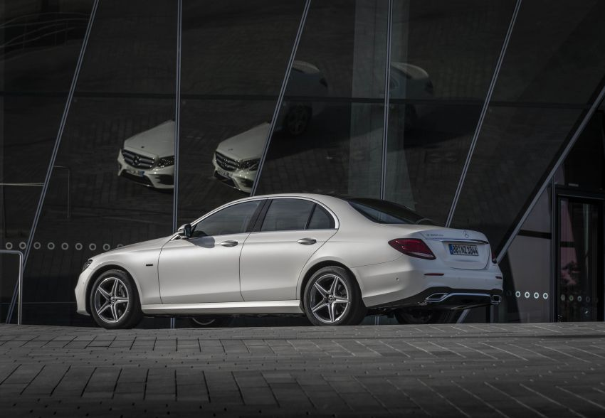 W213 Mercedes-Benz E300e and E300de debut – new plug-in hybrid models with up to 320 PS, 1.6 l/100 km Image #872276