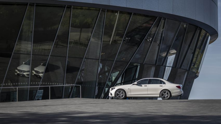 W213 Mercedes-Benz E300e and E300de debut – new plug-in hybrid models with up to 320 PS, 1.6 l/100 km Image #872277