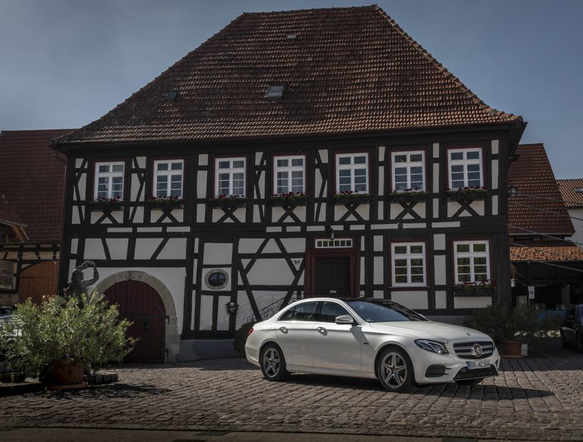 W213 Mercedes-Benz E300e and E300de debut – new plug-in hybrid models with up to 320 PS, 1.6 l/100 km Image #872282