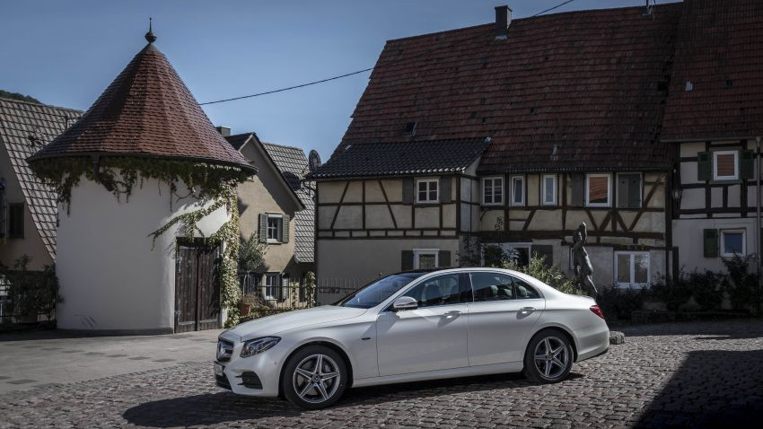 W213 Mercedes-Benz E300e and E300de debut – new plug-in hybrid models with up to 320 PS, 1.6 l/100 km Image #872283