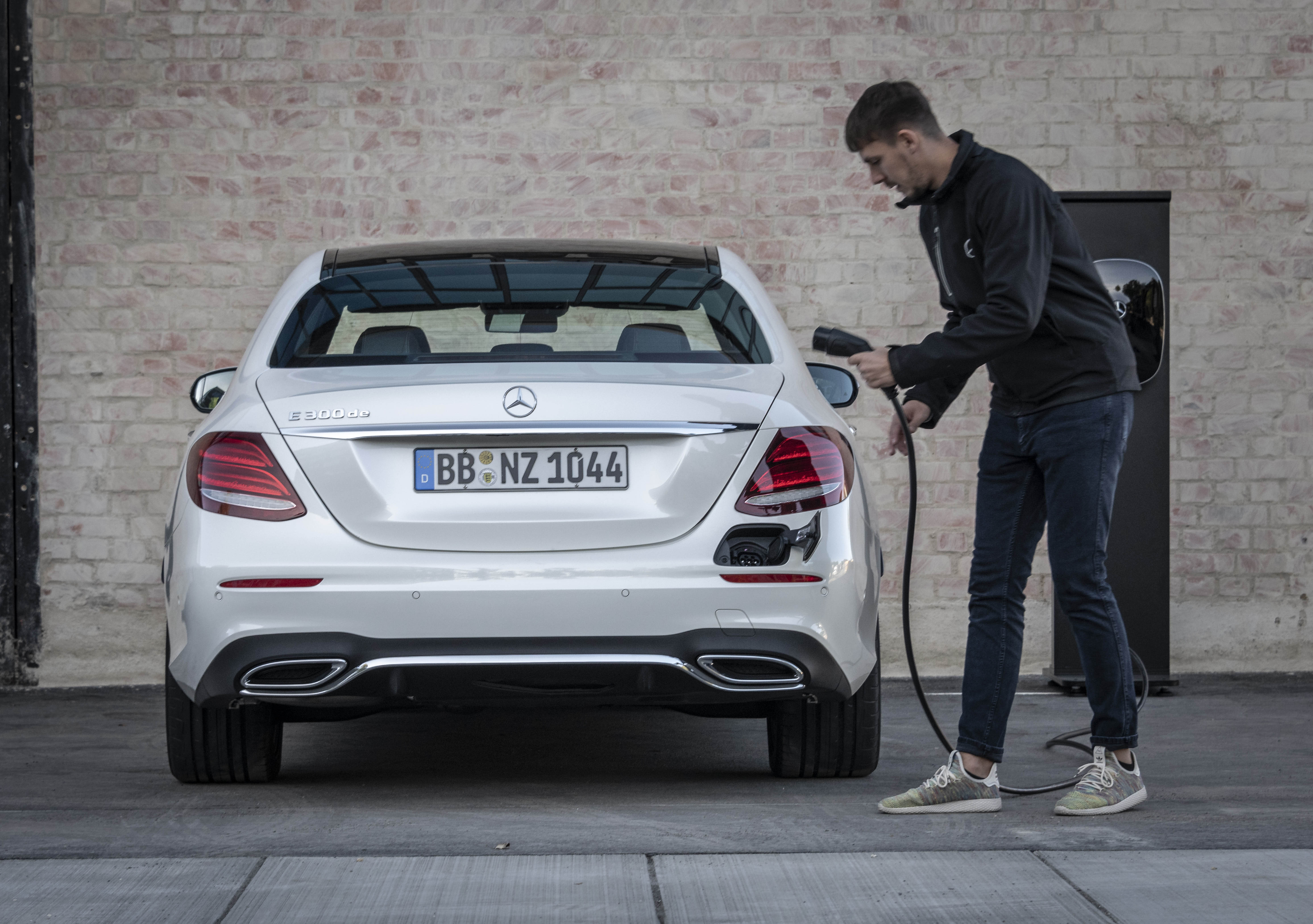 W213 Mercedes Benz E300e And E300de Debut New Plug In Hybrid Models With
