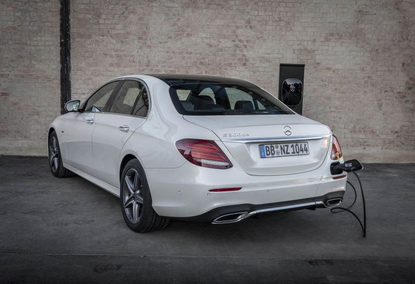 W213 Mercedes-Benz E300e and E300de debut – new plug-in hybrid models with up to 320 PS, 1.6 l/100 km Image #872293