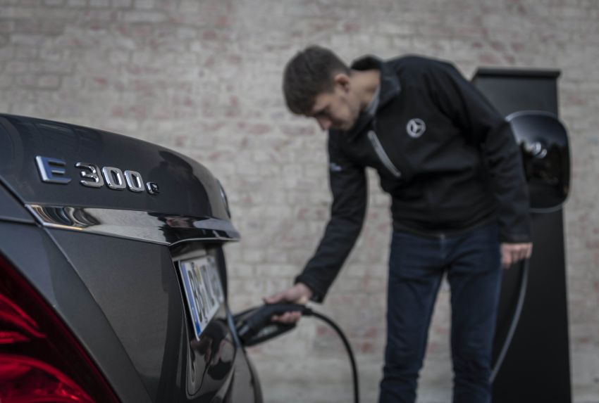 W213 Mercedes-Benz E300e and E300de debut – new plug-in hybrid models with up to 320 PS, 1.6 l/100 km Image #872229
