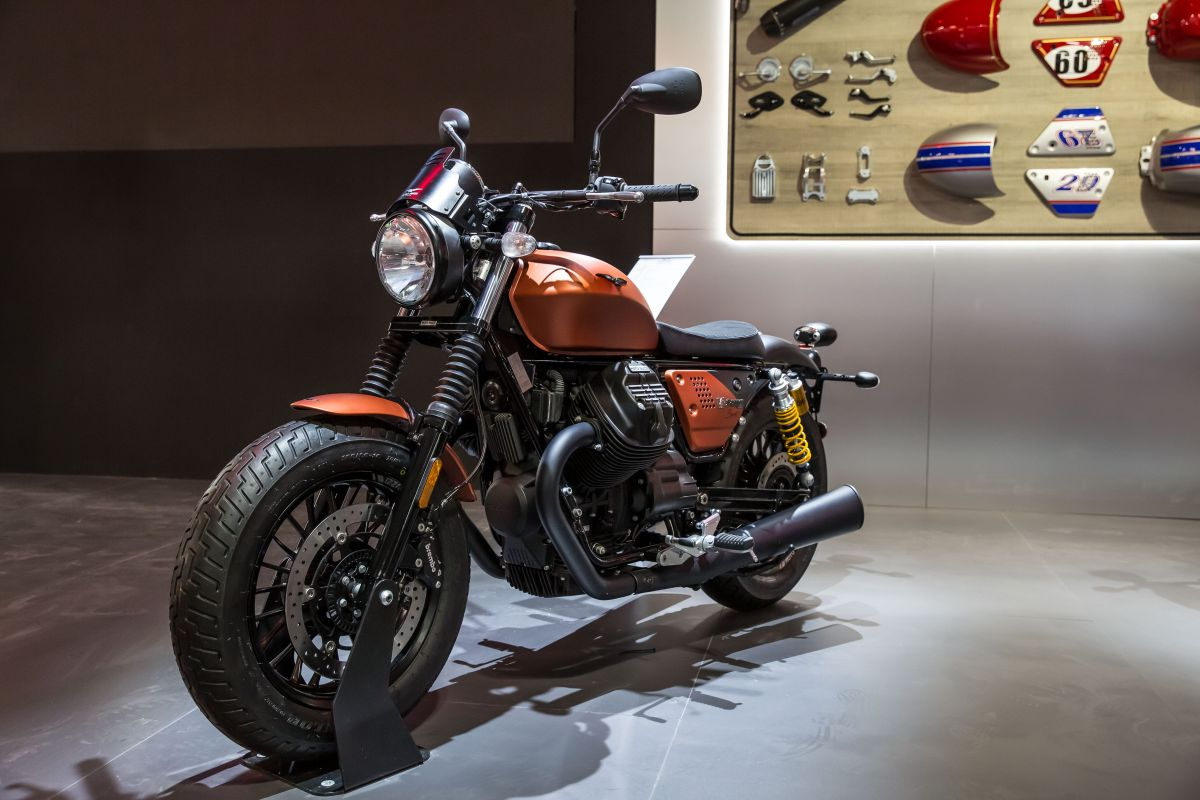 2018 eicma 2019 moto guzzi v9 bobber sport shown. Black Bedroom Furniture Sets. Home Design Ideas
