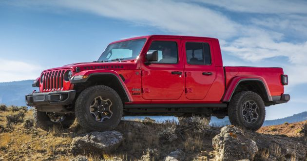 e636b369a 2020 Jeep Gladiator debuts in LA – best of both worlds