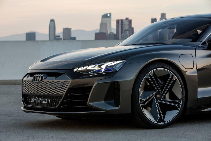 Audi e-tron GT concept debuts at Los Angeles Auto Show – 582 hp EV, production version due by end 2020 Image #896012