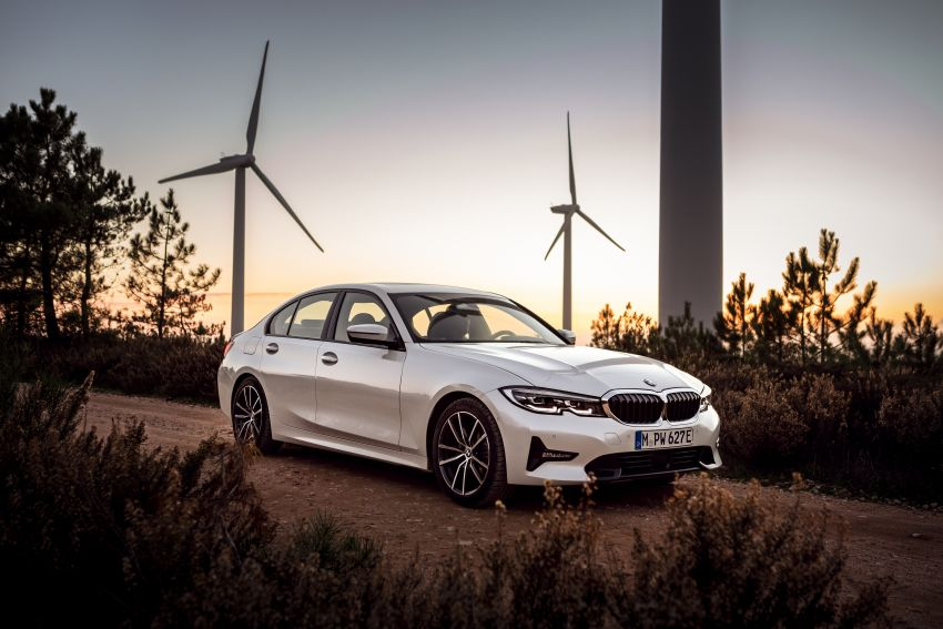G20 BMW 330e plug-in hybrid detailed – 252 hp, 41 hp XtraBoost feature, 1.7 l/100 km, 60 km electric range Image #889603