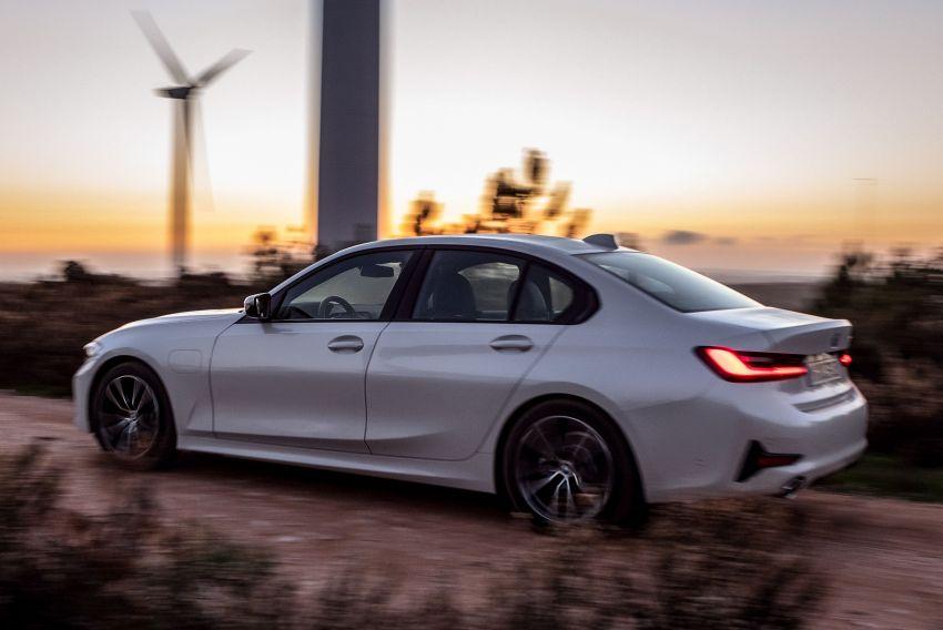 BMW 330e G20 plug-in hybrid diperincikan – 252 hp, 41 hp XtraBoost, 1.7 l/100 km, pacuan elektrik 60 km Image #889665