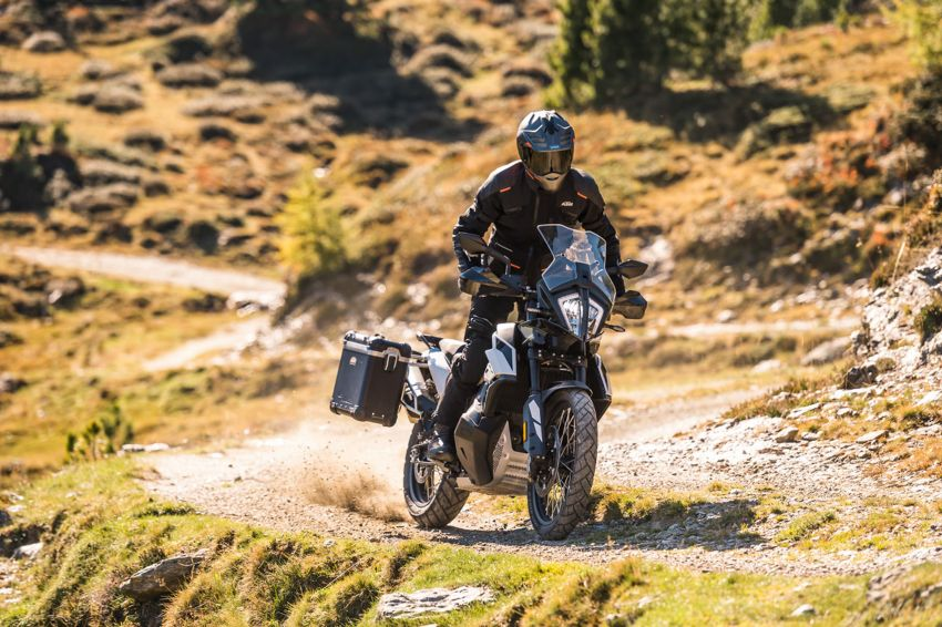 2018 EICMA: 2019 KTM 790 Adventure and Adventure R revealed – 95 hp, 189 kg, 15,000 km service interval Image #885231