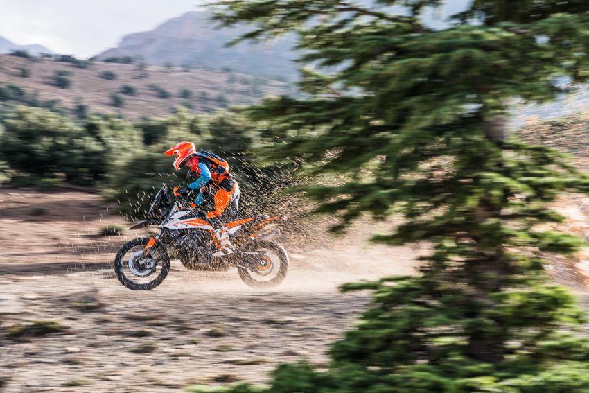 2018 EICMA: 2019 KTM 790 Adventure and Adventure R revealed – 95 hp, 189 kg, 15,000 km service interval Image #885244