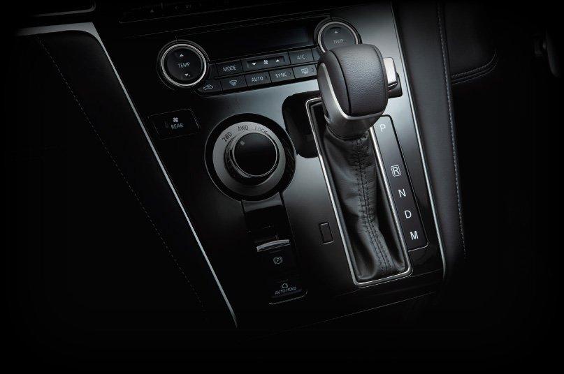 Mitsubishi Delica D:5 makes Japanese market debut Image #893695