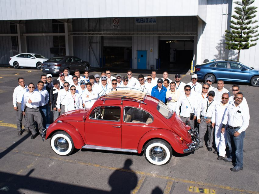 Volkswagen restores a 73-year old woman's Beetle which she has owned for over five decades for free Image #901800