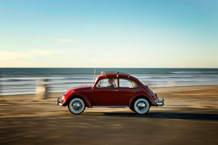 Volkswagen restores a 73-year old woman's Beetle which she has owned for over five decades for free Image #901839