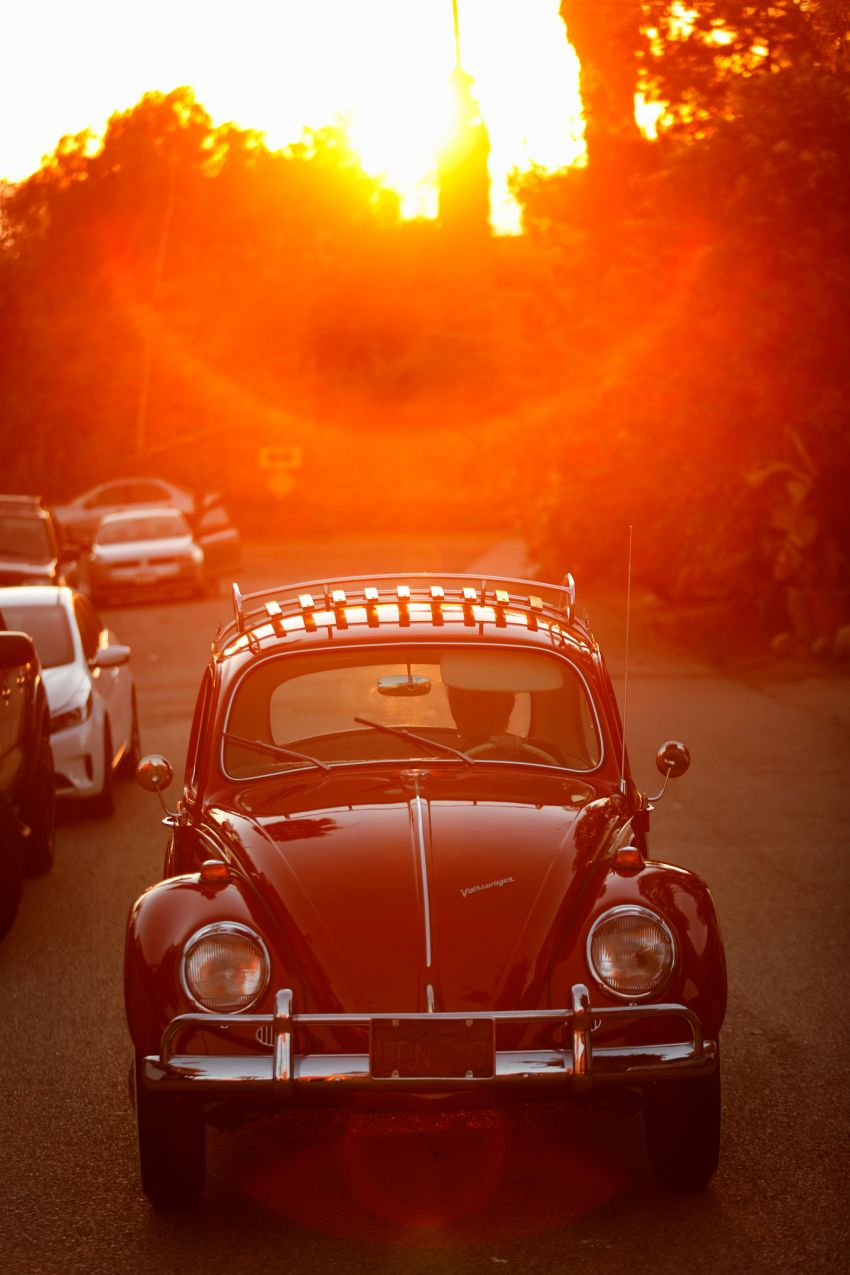 Volkswagen restores a 73-year old woman's Beetle which she has owned for over five decades for free Image #901843