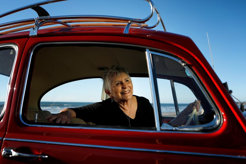 Volkswagen restores a 73-year old woman's Beetle which she has owned for over five decades for free Image #901850