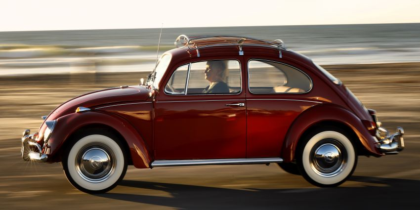 Volkswagen restores a 73-year old woman's Beetle which she has owned for over five decades for free Image #901857
