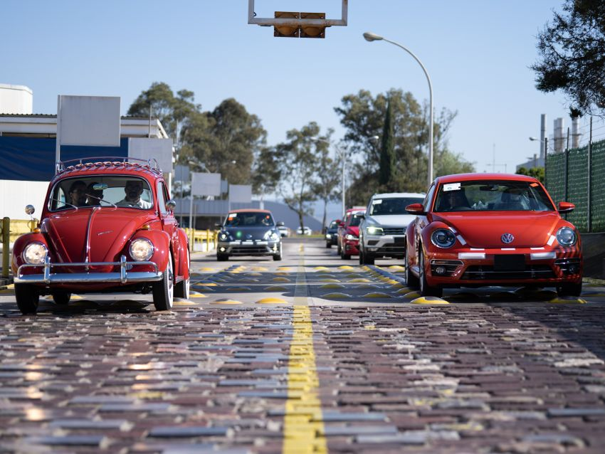 Volkswagen restores a 73-year old woman's Beetle which she has owned for over five decades for free Image #901804