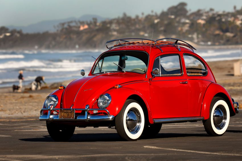 Volkswagen restores a 73-year old woman's Beetle which she has owned for over five decades for free Image #901824