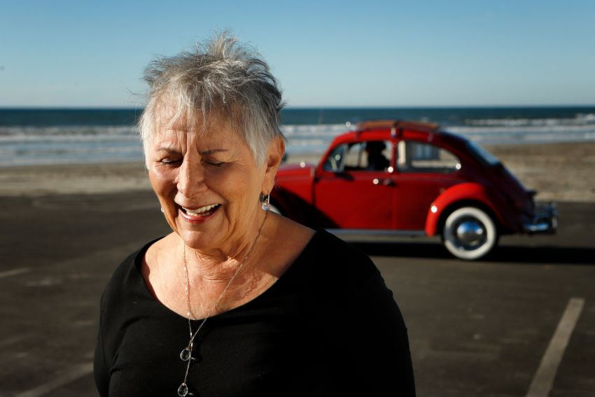 Volkswagen restores a 73-year old woman's Beetle which she has owned for over five decades for free Image #901831