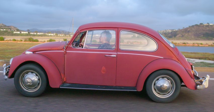 Volkswagen restores a 73-year old woman's Beetle which she has owned for over five decades for free Image #901861
