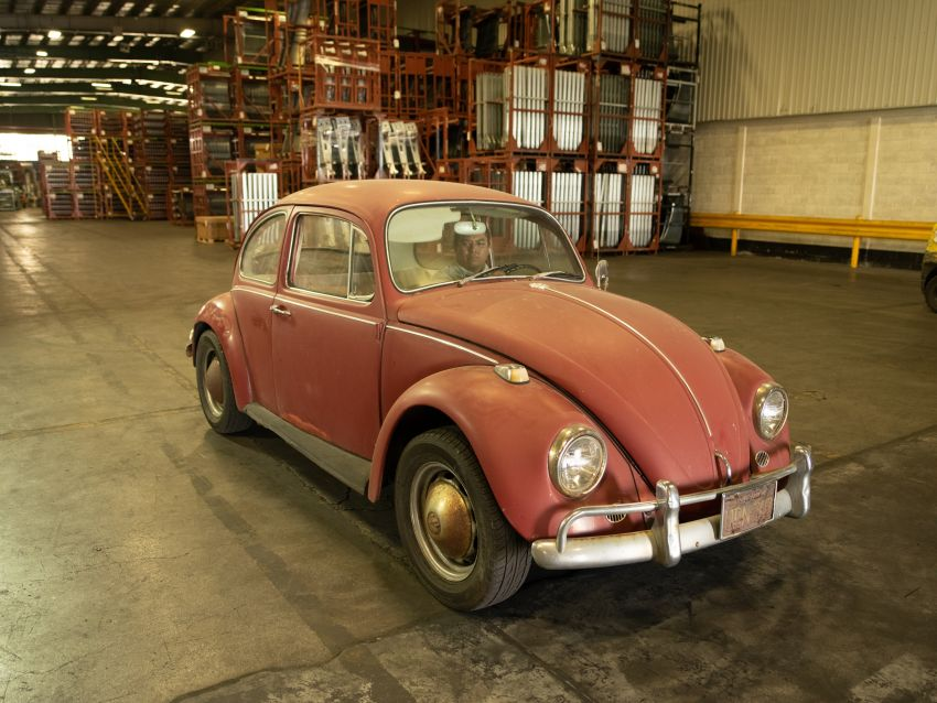 Volkswagen restores a 73-year old woman's Beetle which she has owned for over five decades for free Image #901883
