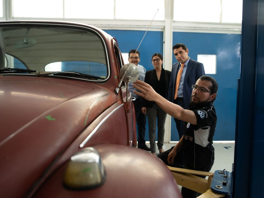 Volkswagen restores a 73-year old woman's Beetle which she has owned for over five decades for free Image #901884