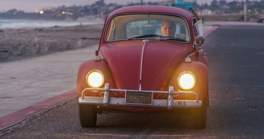 Volkswagen restores a 73-year old woman's Beetle which she has owned for over five decades for free Image #901863