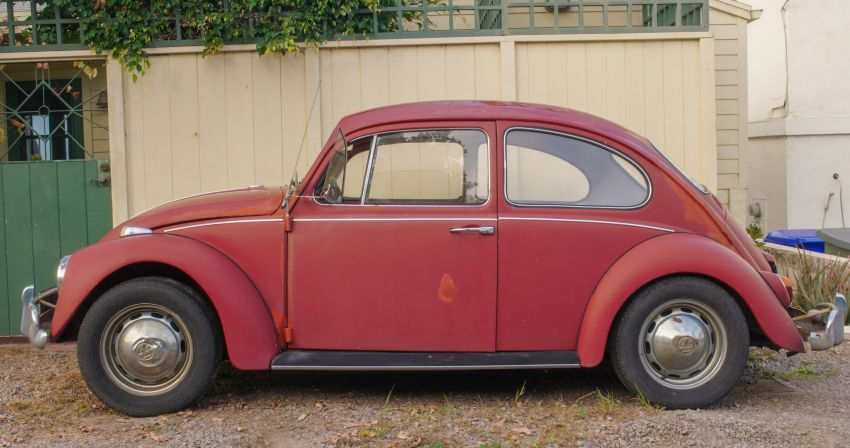 Volkswagen restores a 73-year old woman's Beetle which she has owned for over five decades for free Image #901865