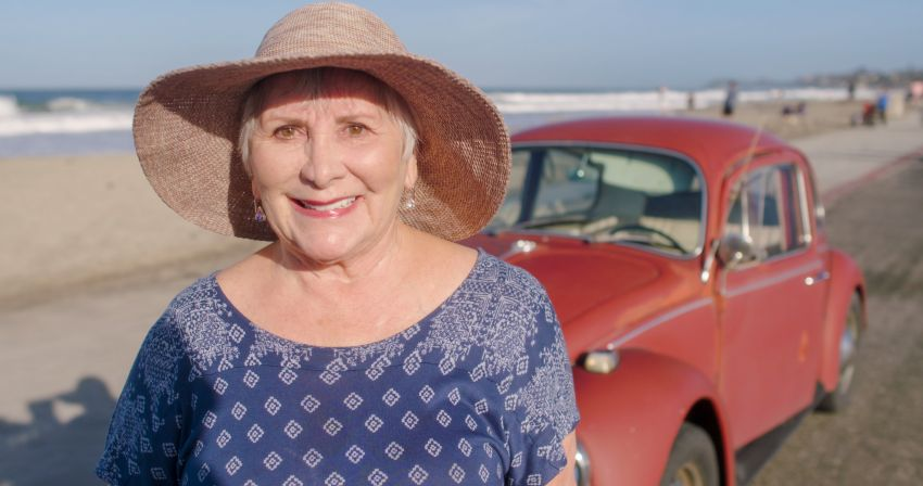 Volkswagen restores a 73-year old woman's Beetle which she has owned for over five decades for free Image #901867