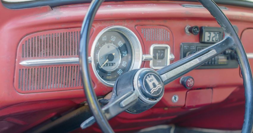 Volkswagen restores a 73-year old woman's Beetle which she has owned for over five decades for free Image #901869