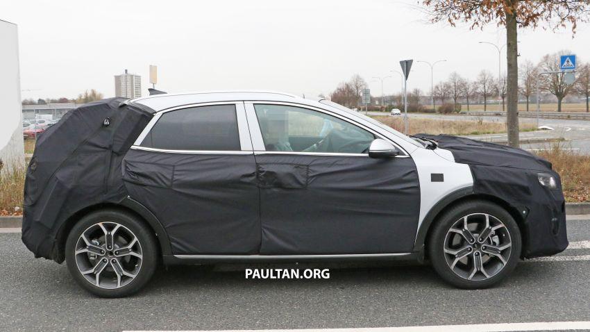 SPYSHOTS: Kia Ceed crossover gets rugged looks Image #898525