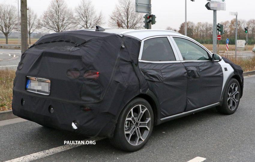 SPYSHOTS: Kia Ceed crossover gets rugged looks Image #898527