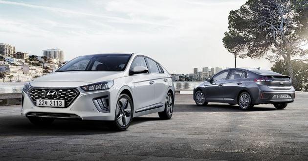 Hyundai Ioniq facelift previewed - new 10 25-inch widescreen unit